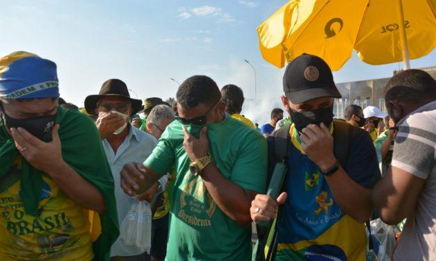 Parte de manifestantes se decepciona por Bolsonaro não ordenar invasão ao STF