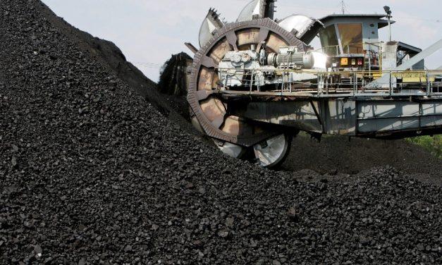Austrália determinada a continuar extraindo carvão, apesar das advertências