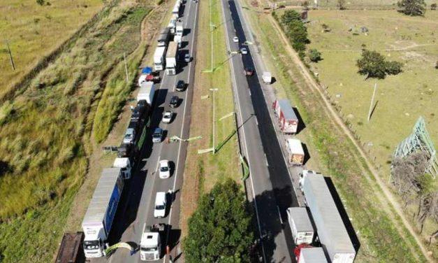 Caminhoneiros: Áudios chamam Bolsonaro de frouxo por pedir fim de bloqueio