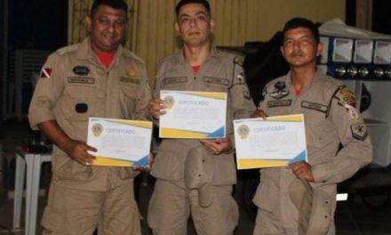 Militares do Corpo de Bombeiros de Tailândia são homenageados por bravura em resgate
