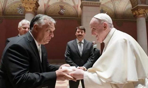 """Papa Francisco se reúne com Viktor Orban e pede aos húngaros """"abertura"""" aos outros"""