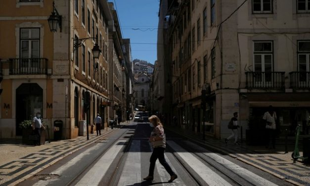 Portugal, rumo ao título de 'país mais vacinado do mundo', relaxa uso de máscaras ao ar livre