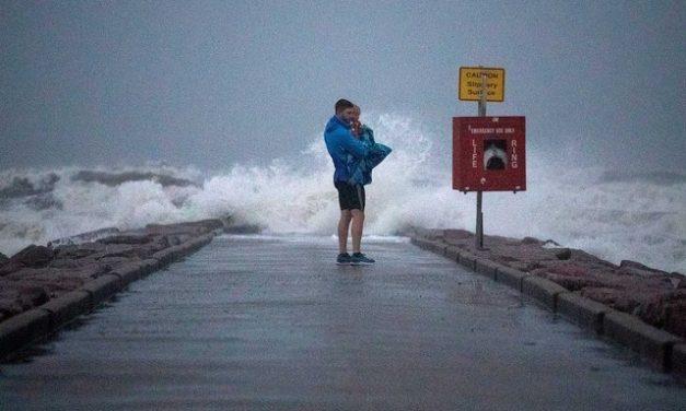 Tempestade Nicholas vira furacão e atinge o Texas