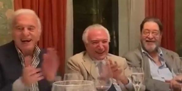 Em jantar com empresários e políticos, Temer ri de imitação que desmoraliza Bolsonaro