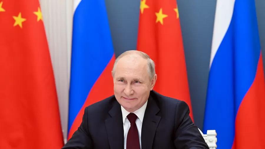 Putin se isola após casos de covid em seu entorno
