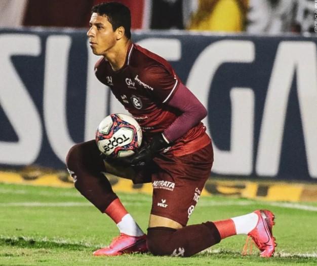 """Vinícius projeta sequência de vitórias e fala da atuação em Salvador: """"Sonhei com esse momento"""""""