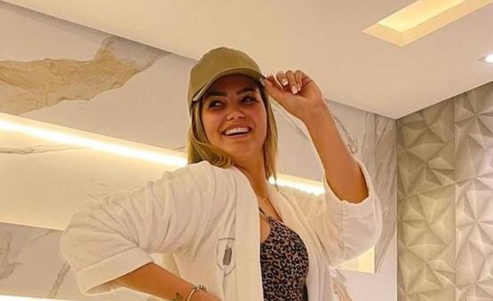 Com maiô colado, Suzanna Freitas surge deslumbrante em clique ousado e pernas torneadas roubam a cena