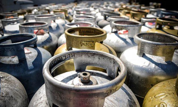 Preço do gás de cozinha sobe 5 vezes a inflação do ano e botijão chega a custar R$ 135