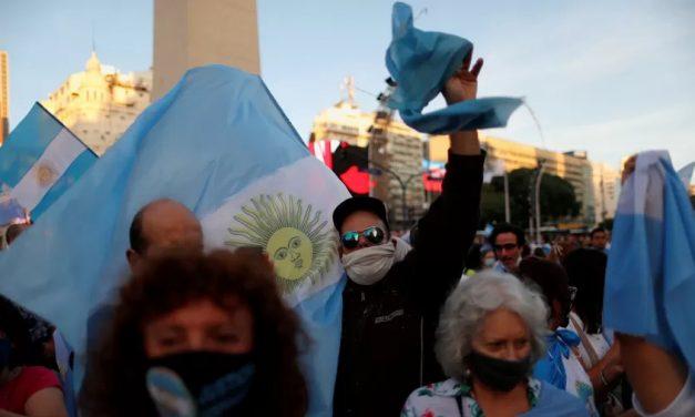 Organizações sociais protestam na Argentina em plena crise de governo