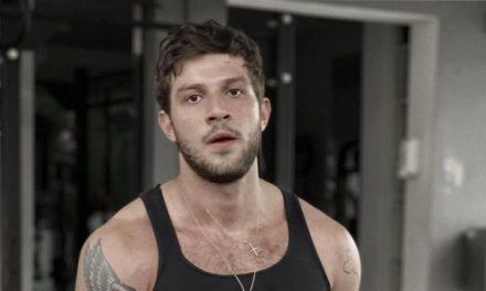 """Durante treino pesado, Chay Suede surge suado e coleciona elogios ao ostentar corpo musculoso: """"Que saúde"""""""