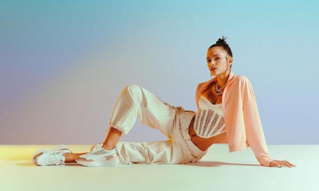 Bruna Marquezine surge de vestido transparente em fotos ousadas durante passeio de lancha