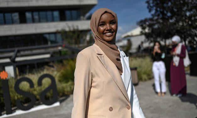 Ex-refugiada, modelo abandona passarelas dos EUA para lançar moda para muçulmanas