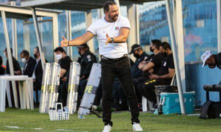 Santa Cruz deve estender contrato com Roberto Fernandes e promover reformulação imediata no time