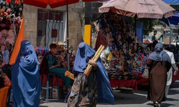 Restrições ao trabalho de mulheres afegãs impostas pelo Talibã começam hoje