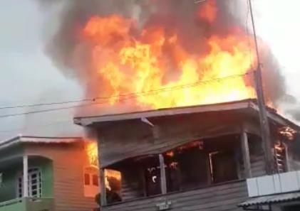 Incêndio atinge duas casas em Breves, no Marajó