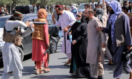 """Afeganistão: ONGs denunciam """"espiral de abusos"""" de talibãs contra civis"""
