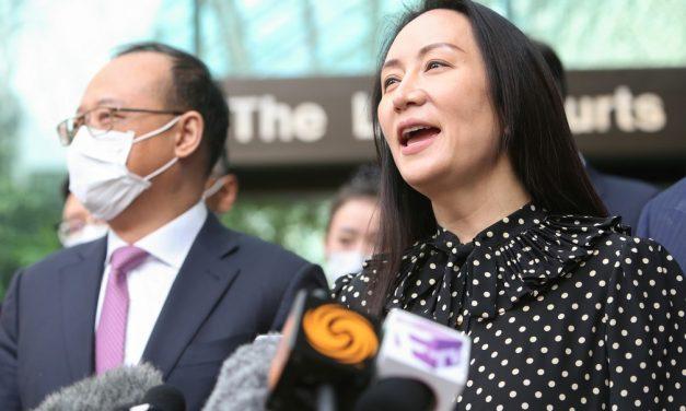 Executiva da Huawei é liberada de prisão domiciliar e volta para a China após acordo com EUA