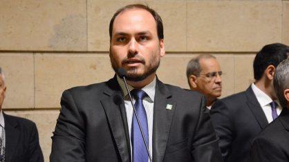 MP aponta Carlos Bolsonaro como beneficiário final de organização criminosa