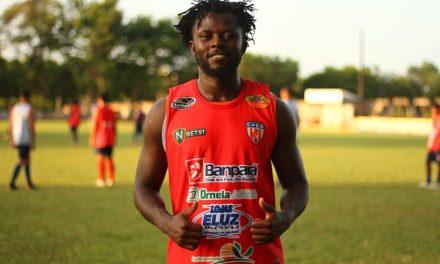 Africano refugiado no Brasil é contratado para disputar segunda divisão do Campeonato Paraense