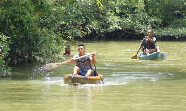 Ananindeua promove festival esportivo com natação no rio, canoagem e subida no açaizeiro
