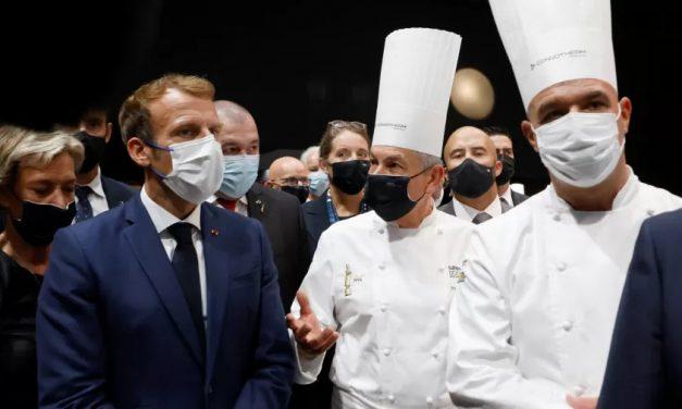Macron é alvo de ovada em evento na França