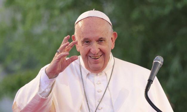 Papa defende existência de sistemas públicos de saúde: 'Dignidade'