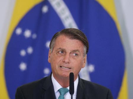 Bolsonaro critica demissão de Alexandre Garcia e mente sobre vacinas