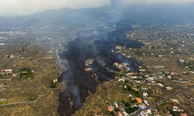 Espanha declara área do vulcão 'zona de catástrofe'; vídeo de drone revela destruição em La Palma
