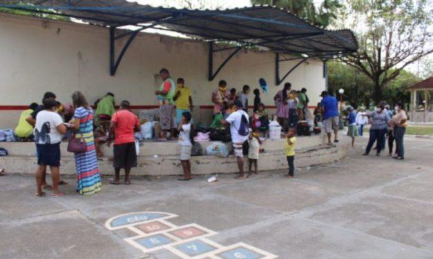 Equipes da prefeitura de Tailândia levam assistência social a grupo de venezuelanos