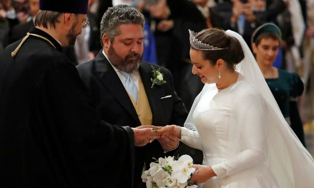 Rússia celebra 1º casamento real em mais de um século