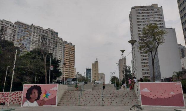 Vítimas de Covid-19 são homenageadas com memorial de despedida e cortejo na Praça Roosevelt, região central de SP