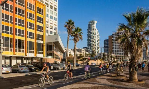 Israel irá exigir terceira dose de visitantes para entrada em restaurantes