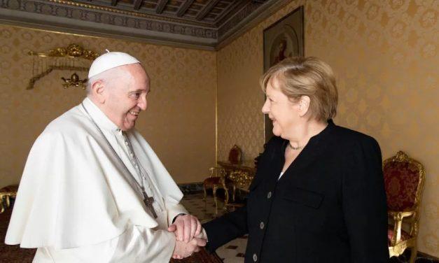 'Foi uma honra', diz Merkel após último encontro formal com Papa