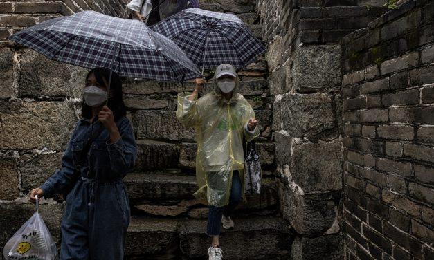 China vai 'esperar para ver' antes de abandonar estratégia contra covid