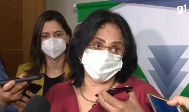 Damares defende veto de Bolsonaro: 'A gente tem que decidir, a prioridade é a vacina ou é o absorvente?'