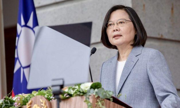 'Taiwan não será forçada a se curvar à China', diz presidente Tsai em discurso para o feriado do Dia Nacional