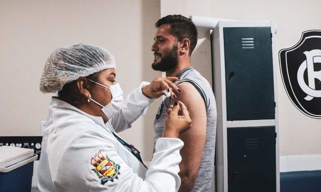 Jogadores, comissão técnica e funcionários do Remo recebem 2ª dose da vacina contra a Covid-19