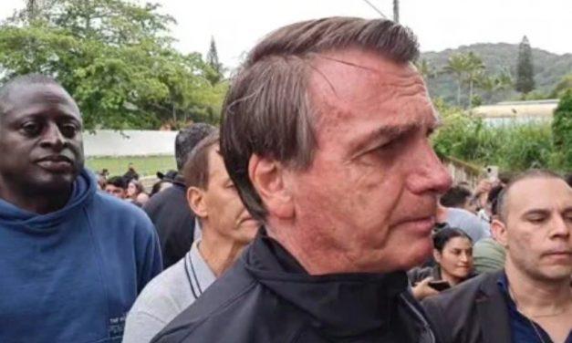 Não vim me aborrecer, diz Bolsonaro ao ser questionado sobre 600 mil mortos