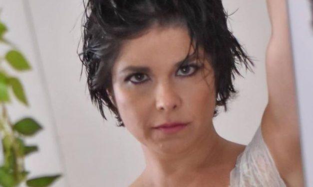 """Aos 43 anos, Samara Felippo faz ensaio ousado de lingerie e dá aula de autoestima: """"Já se olhou hoje?"""""""