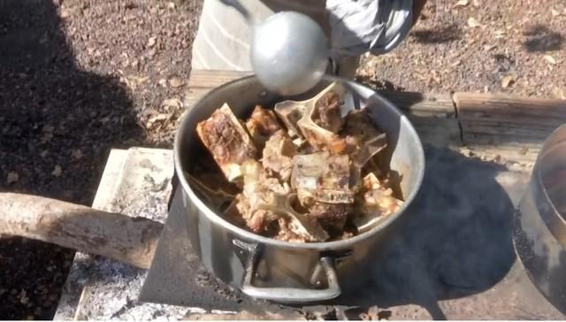 'Carne de ossos': carcaça temperada, pé de galinha, pescoço e outros cortes de terceira também ficaram mais caros