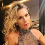 Em Portugal, Lívia Andrade aposta em biquíni preto e deixa pernões à mostra em cliques