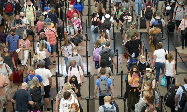 Vacinados contra a Covid entrarão nos EUA sem restrições a partir de 8 de novembro, diz Casa Branca