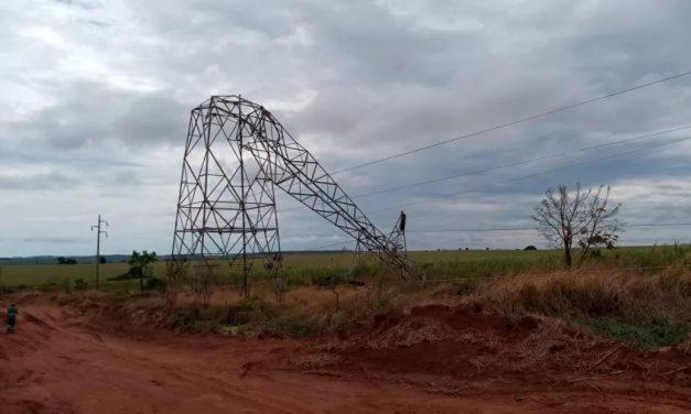 Temporal derruba torres e deixa 13 cidades sem luz no Triângulo Mineiro