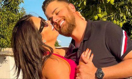 """Zé Neto troca beijão de cinema com a esposa, Natália Toscano, e faz linda declaração à amada: """"Me acolheu"""""""