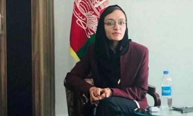 Primeira mulher prefeita do Afeganistão diz querer conversar com o Talibã