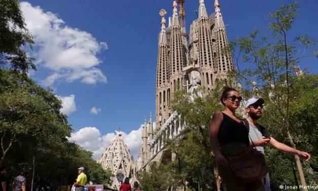 Barcelona aposta na volta do turismo de massa