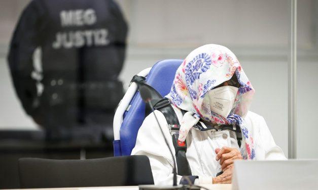 Ex-secretária de campo de concentração nazista de 96 anos que fugiu Justiça vai a julgamento na Alemanha