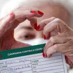 Brasil chega a 50% da população totalmente imunizada contra Covid
