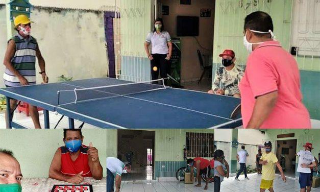 Pessoas em situação de rua realizam a prática de atividades físicas