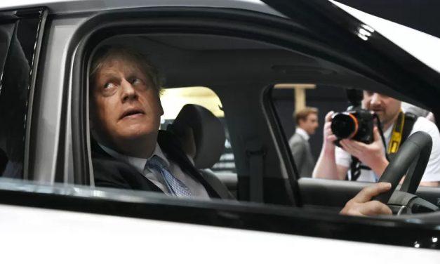 Boris Johnson é acusado de negligência em meio ao aumento de casos da covid